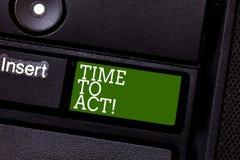 手写文本时间行动 概念意思现在做它反应某事立刻需要是的完成的键盘键 免版税库存图片
