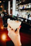 手鸡尾酒饮料在Casco Viejo,巴拿马 库存照片