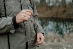 拿着诱饵的钓鱼者 免版税库存照片