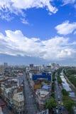 曼谷市地平线都市风景有蓝天背景,曼谷市是游人泰国和喜爱现代大都会  免版税库存图片
