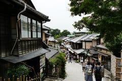 普遍和古老街道在Higashiyama区,京都,日本 免版税库存照片
