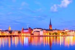斯德哥尔摩在暮色日落期间的Gamla斯坦,瑞典的老部分 库存照片