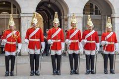 改变卫兵游行在伦敦,英国在一个晴朗的夏日 图库摄影
