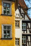 琥珀德国老镇局促房子 库存图片