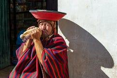 秘鲁盖丘亚族人的垫铁吹风机,库斯科,秘鲁 免版税库存照片