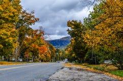 秋天在一个小佛蒙特镇 库存照片
