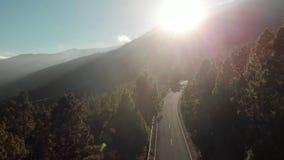 空中射击 下来照相机运动 在山的日落 绞的山路-蛇纹石,簪子与反目为仇, 股票视频