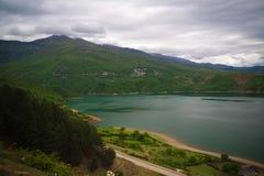 空中全景向湖阻止,北部马其顿 免版税库存照片