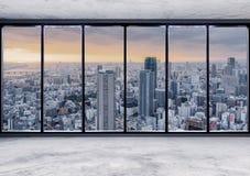 空的现代内部空间有摩天大楼在日落,空的营业所内部的城市视图 库存图片