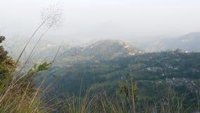 米大阳台风景在乡下 米大阳台全景在喜马拉雅山山绿色农村土地  股票视频