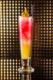红色和橙色层状鸡尾酒 免版税库存图片