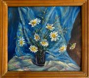 绿色口气 弗罗斯特在玻璃窗画了,在房子里,蓝色,在黑人拉斯的紫罗兰色,黄色,橙色颜色的三板料 免版税库存照片