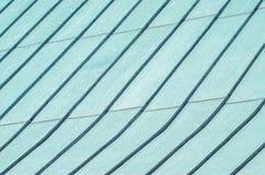 缝从被镀锌的钢的屋顶盖子 免版税库存图片