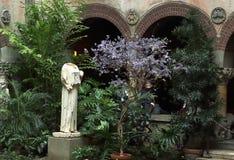 罗马女神Peplophoros在伊莎贝拉嘉纳艺术博物馆,芬威球场,波士顿,马萨诸塞古色古香的雕象  免版税库存图片