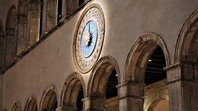 罗马时钟在一威尼斯式百货店'T Fondaco dei泰代斯基'威尼斯,意大利 免版税库存图片