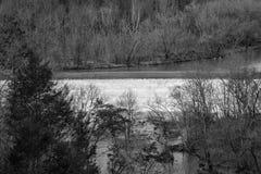 罗阿诺克河水坝的黑白图象 图库摄影