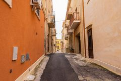 美丽如画的街道在Ortigia,西拉库萨老镇,西西里岛 库存图片
