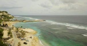 美丽的在4对录影,游人的海滩鸟瞰图在海滩放松 影视素材