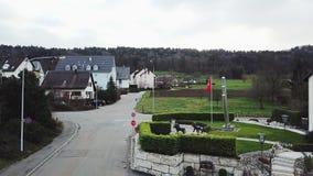 美丽的村庄在冷天期间的瑞士 股票视频