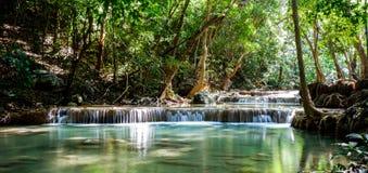 美丽的瀑布在泰国 免版税库存图片