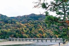 美丽的Togetsukyo桥梁在Arashiyama京都日本 图库摄影