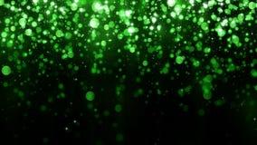 美好的闪烁光背景 与绿色落的微粒模板的背景优质设计的 落的明亮的五彩纸屑 免版税库存照片