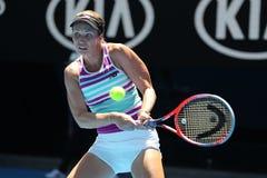 美国的职业网球球员达尼埃尔林斯行动的在她的在2019年澳网的半决赛期间 库存照片
