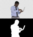 美国黑人的商人与膝上型计算机,阿尔法通道一起使用 免版税图库摄影