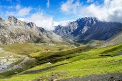 的福恩特De在欧罗巴山,坎塔布里亚,西班牙山  免版税库存照片
