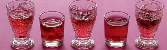玫瑰色茶点饮料接近的看法  免版税图库摄影