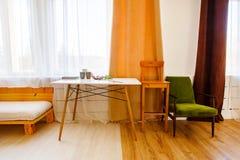 现代内部在厨房里 室装饰概念 库存图片