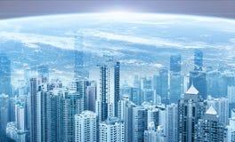 现代都市地平线 背景地球充分的行星星形 日出 全球性通信和网络 图库摄影