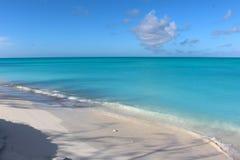 热带海滩在巴哈马的海岛 免版税库存照片