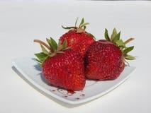 点心的草莓-健康和鲜美莓果 免版税库存图片