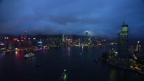照相机飞行录影镜头在城市和高速公路的 股票录像