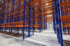 物品存贮的,存贮机架巨大的区域 免版税库存照片