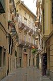 狭窄的街道在巴伦西亚老镇  免版税库存图片