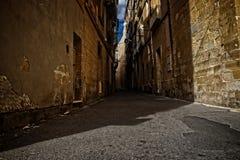 狭窄的胡同在比尔古,马耳他 图库摄影