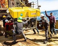 白令海/俄罗斯- 2016年6月:遥控的水下的车ROV部署 库存照片