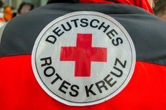 索斯特,德国- 2017年12月31日:德国红十字会补丁德语:Deutsches Rotes Kreuz 免版税库存照片