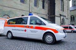 索斯特,德国- 2017年12月31日:德国红十字会车德语:Deutsches Rotes Kreuz 库存照片