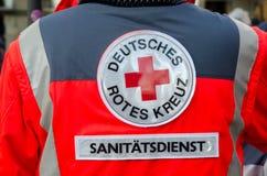 索斯特,德国- 2017年12月31日:德语德国红十字会卫生部队的补丁:Deutsches Rotes Kreuz,Sanitätsdienst 免版税图库摄影