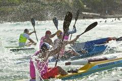 用浆划竞争的澳大利亚海浪救生滑雪 免版税库存图片