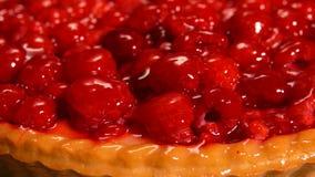 用果冻盖的莓饼特写镜头 股票视频