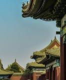 紫禁城的屋顶在一明亮的好日子 北京,中国,亚洲 免版税库存照片