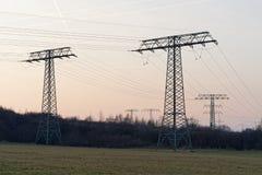 电定向塔的大收藏量 库存照片