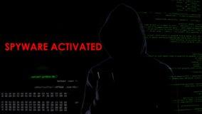 男性在智能手机的黑客激活的间谍软件,收集私有信息 免版税图库摄影