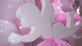 甜点用牙例证和打好的奶油制成装饰的由糖 股票录像