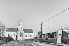 荷兰语在Phillipstown改革了教会和历史的房子 单色 库存照片
