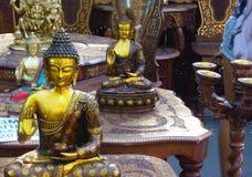 菩萨印度纪念品雕象在街道商店 免版税库存图片